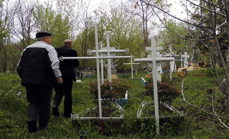 Cimitirul-Valcinet-1