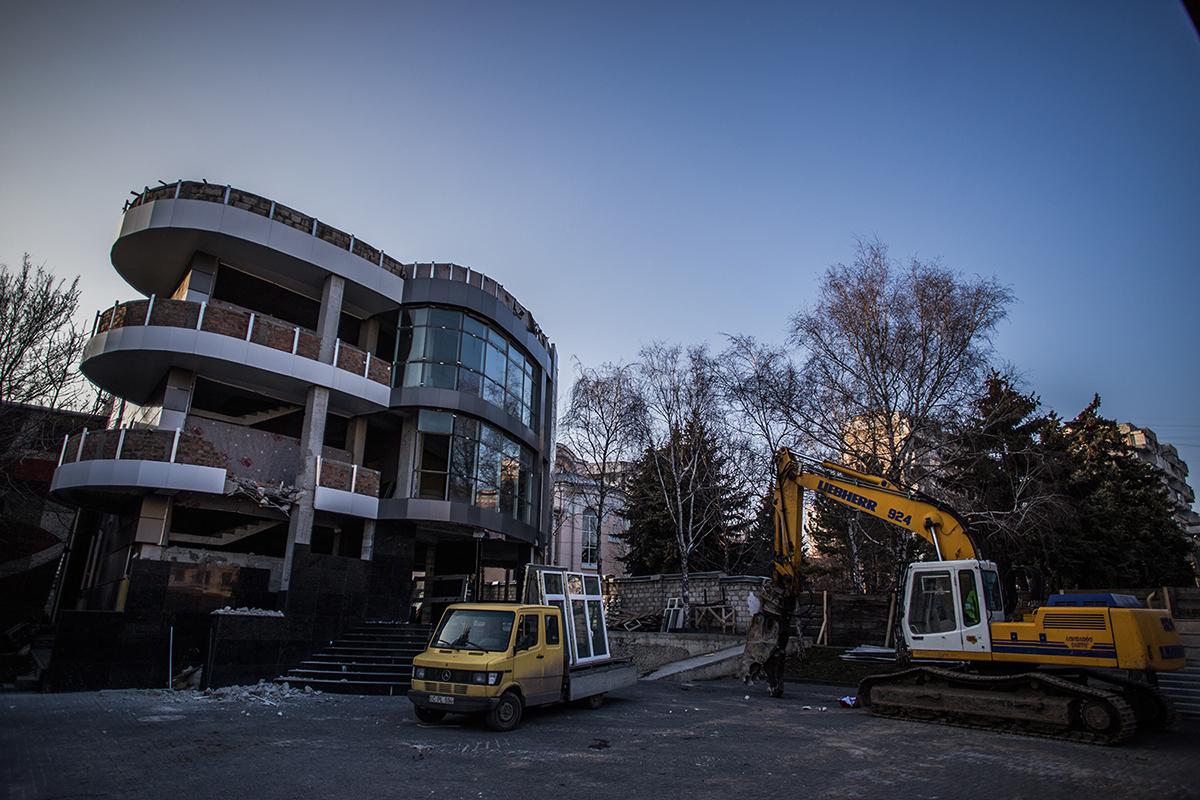 centrul-comercial-demolat-vecin-palatul-sindicatelor