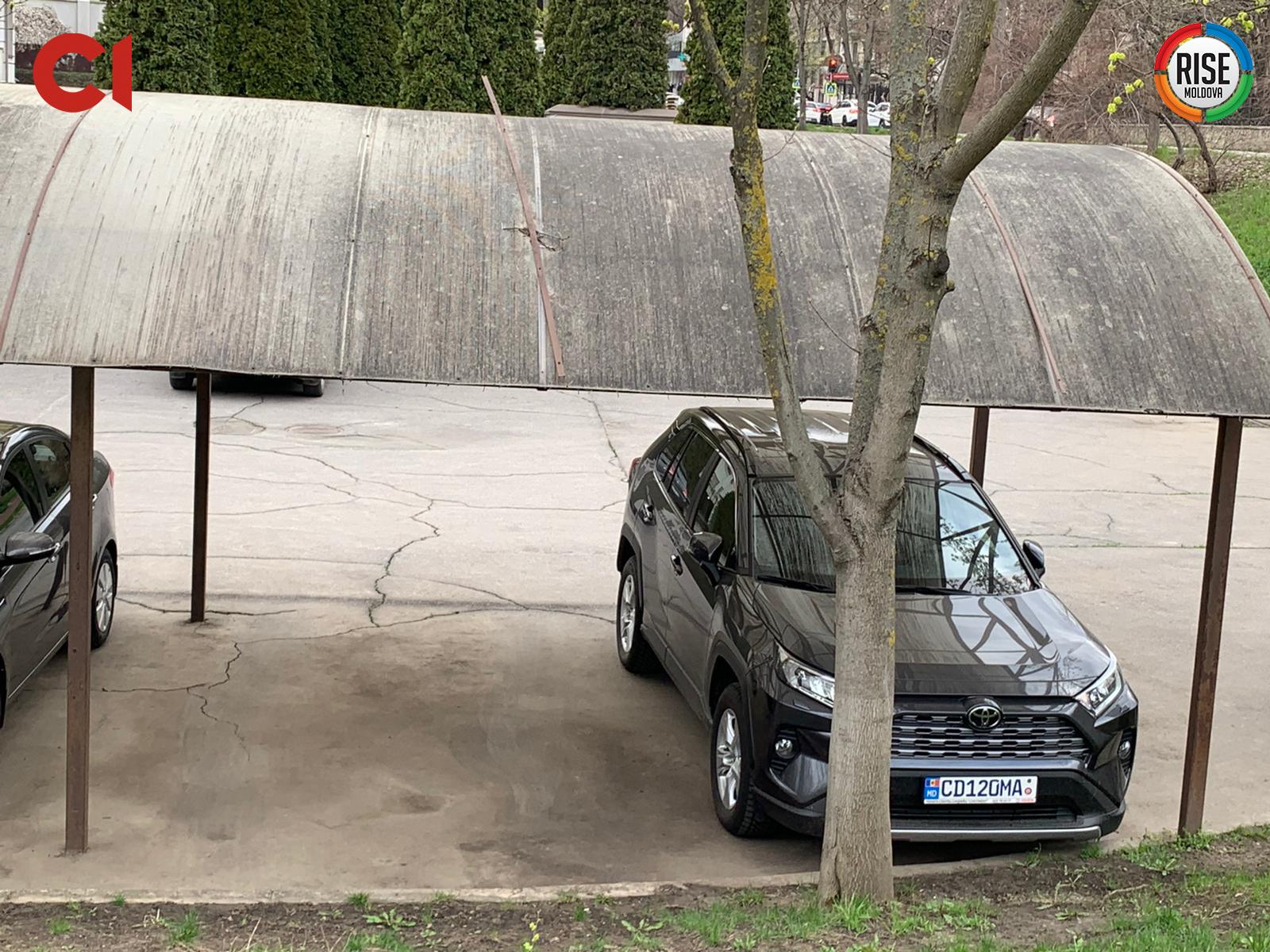Automobilul Ambasadei Ucrainei la Chișinău